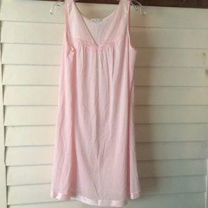 Light Pink Vintage Vassarette nightgown Medium